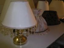 Lampenschirme in allen Farben und Formen von Hand gefertigt.
